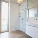 الحمام الموجود في القسم الخلفي