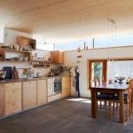 مطبخ بألوان خشبية
