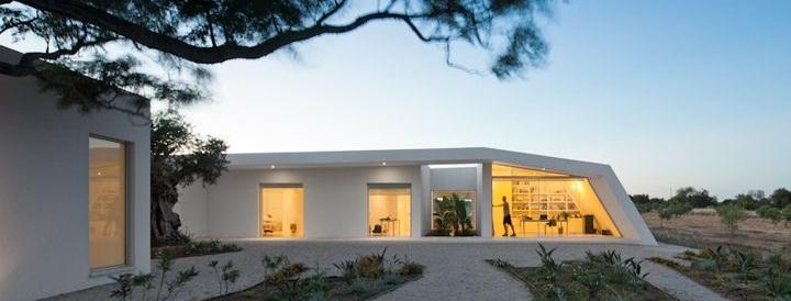 """إعادة تصميم منزل في جنوب البرتغال من قِبل المعماري """"Vitor Vilhena"""""""